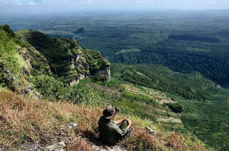 Gunung Bayangkaki yang Eksotis via @agungrachmad15