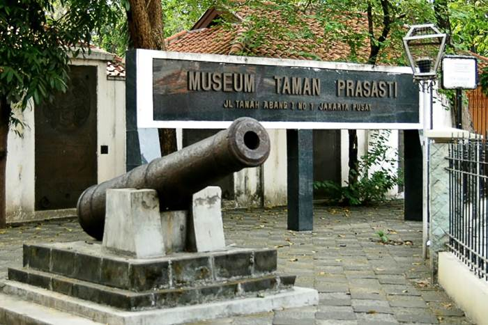 Museum Taman Prasasti via Backpackerjakarta