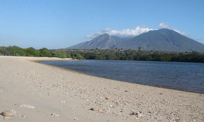 Pantai Bilik Situbondo via Lelungan