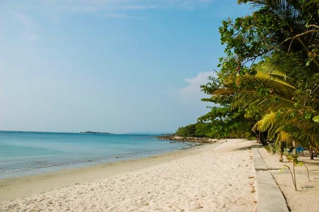 Pantai Ciputih via Bantenwisata