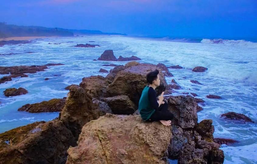 Pantai Karang Songsong via @ivanzuliansyah_69