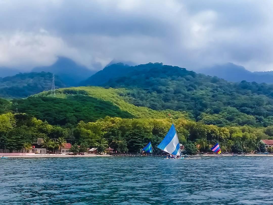 Pantai Pasir Putih Situbondo via @rizaa.99