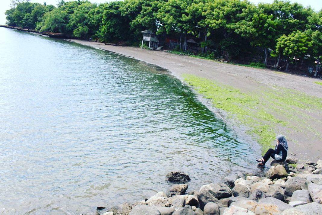 Pantai Pathek Situbondo via @vuzmeong