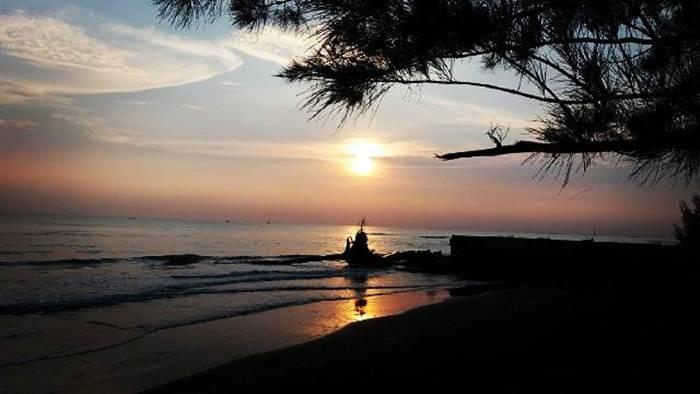 Pantai Sigandu Batang via @tafiroh_mus