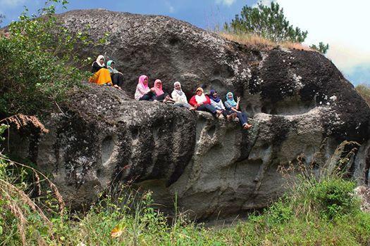Pemandangan Watu Putih yang Mempesona via Elzhito