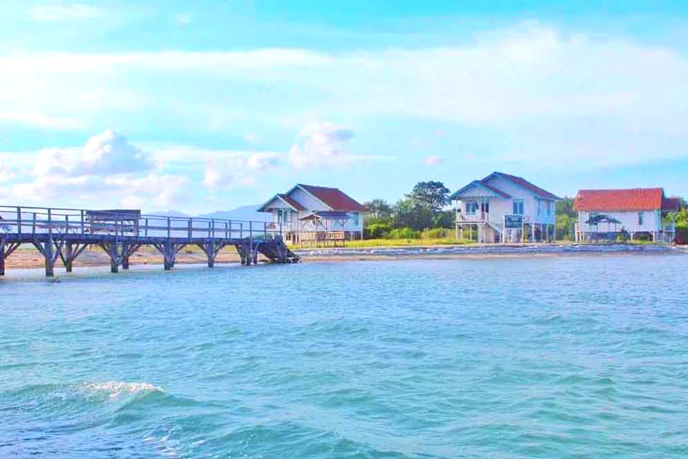 Pulau Lima via Penawisata