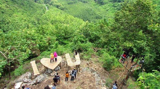 Bukit Pandang Duren Sawit via Tribunwisata