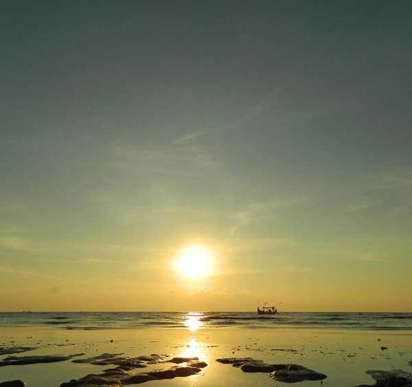 Pantai Banyutowo via @iniirfan