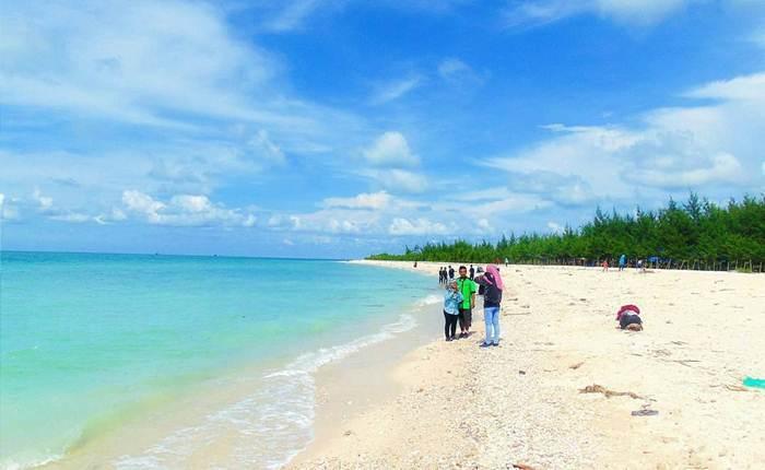 Pantai Cemara via @guronfanani
