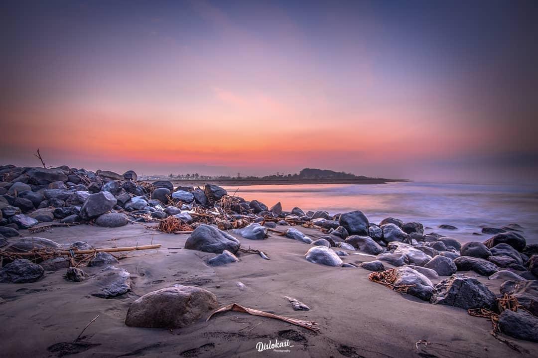 Pantai Pasir Puncu via @Dislokasi_