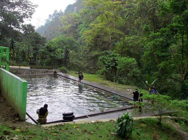 Pemandian air Panas Nglimut