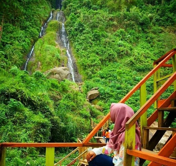 Wisata Curug Gunung Putri via @aida_maulidina