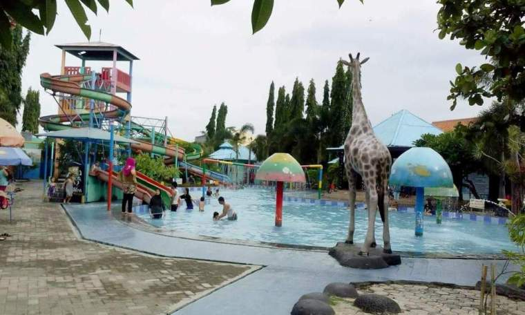 Ciblon Waterboom viaa Daunwisatacahaya.wordpress