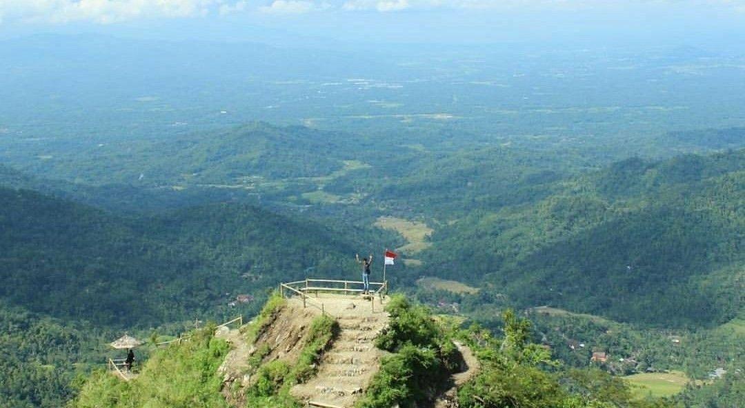 Gunung Kukusan via @panoramakulonprogo