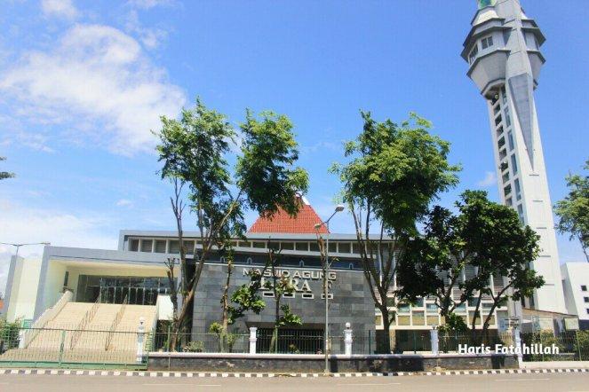 Masjid Agung Al-Araf Rangkasbitung via Fatahilahfaris.wordpress