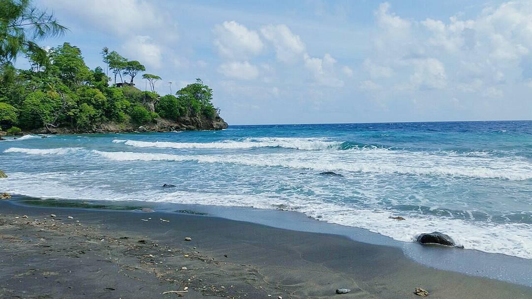 Pantai Anoi Itam via @hajarwahab