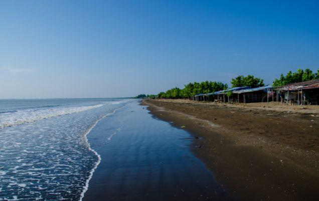 Pantai Randusanga via Indopariwisata
