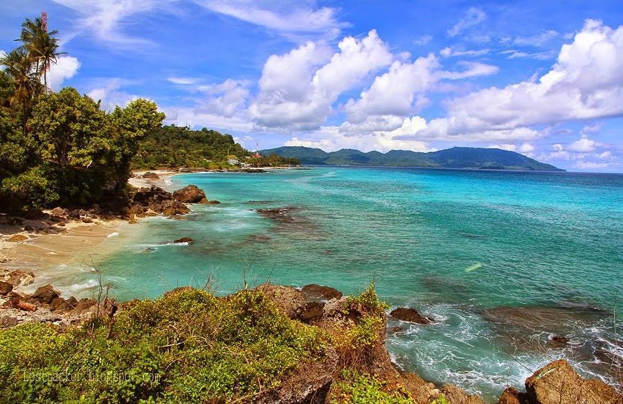 Pantai Tapak Gajah via @surga.nusantara