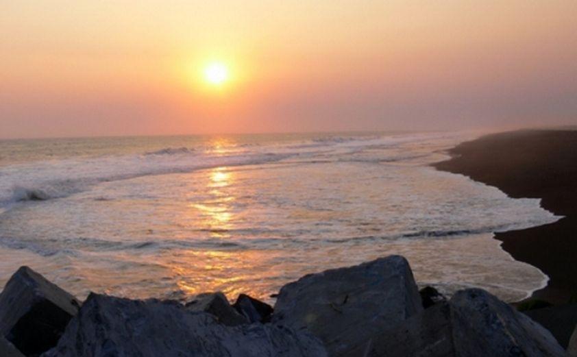 Pantai Trisik via Tempatwisatamu