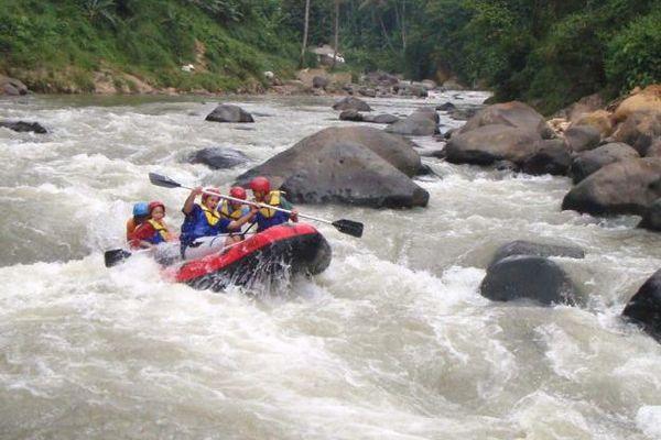 Rafting di Sungai Ciberang Rangkasbitung via Okezone