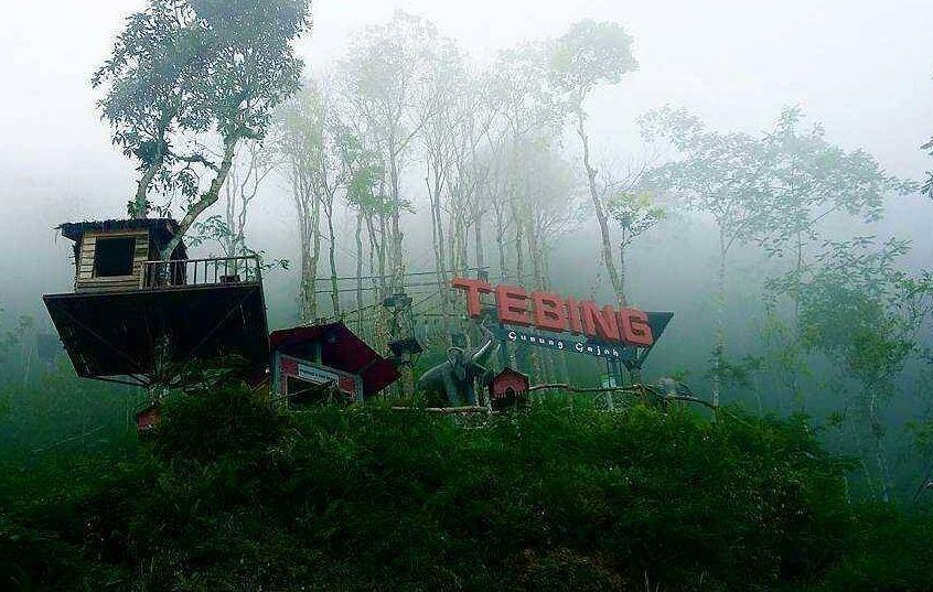 Tebing Gunung Gajah via @agnes_
