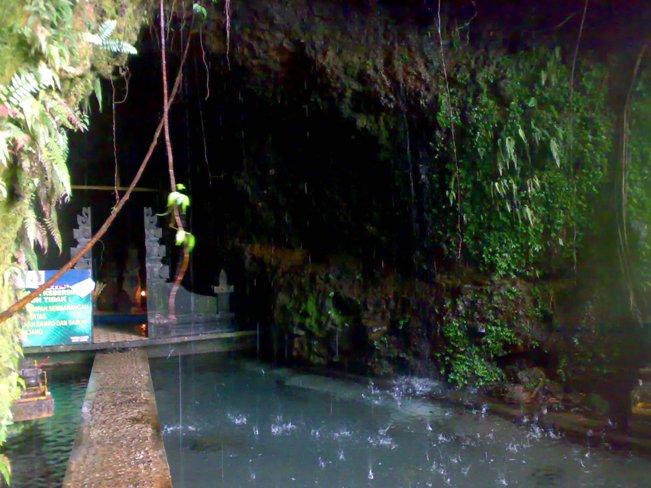 Umbul Jumprit via Traveltodayindonesia