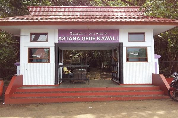 Astana Gede Kawali via safenusantara-blogspot-com