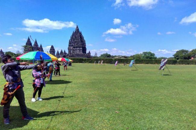 Memanah di Candi Prambanan via Jatengprovgoid