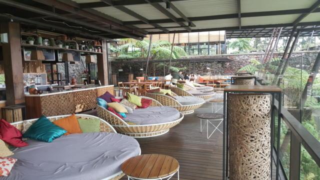 Menikmati Wisata Kuliner di Cafe Burangrang