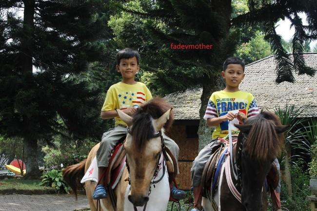 Naik Kuda di Sari Ater