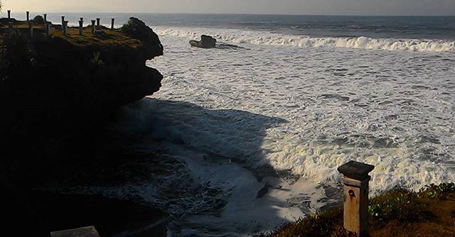 Pantai Batu Hiu via IG