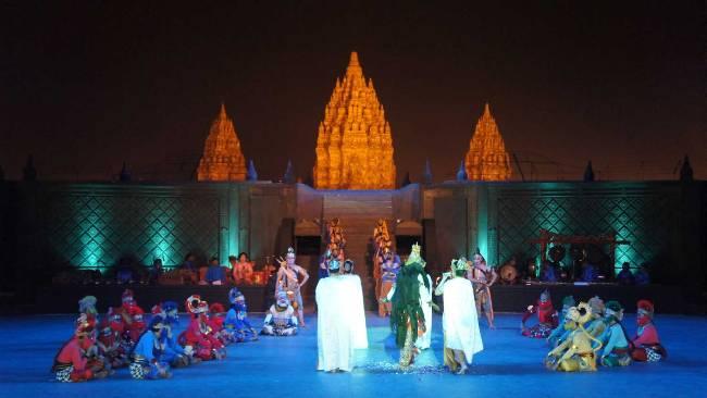 Pertunjukan Tari di Candi Prambanan via Traveling-kiancantik.blogspotcom