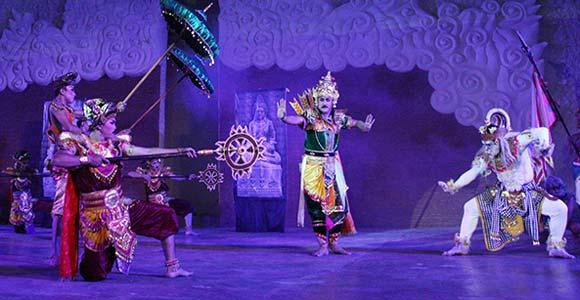 Pertunjukan Tari di GWK Bali