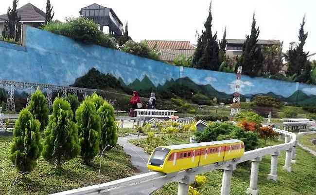 Taman Miniatur via Gravity Adventure