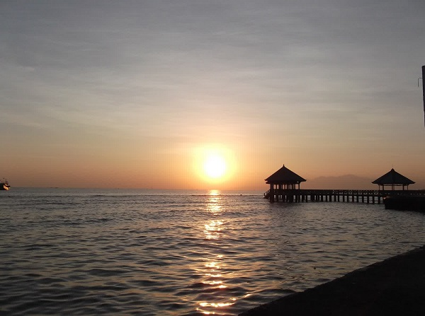 Dampo Awang Beach via Wisatarembangblog.wordpress.com