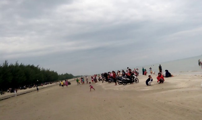 Taman Indah Pantai Balongan via Youtube