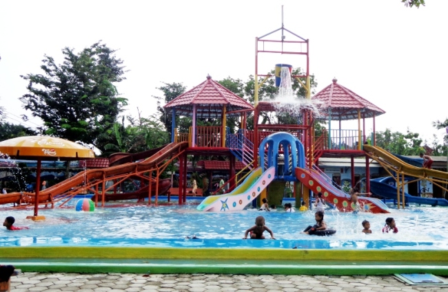 Taman Sarbini Water Splash Blora via Infoblora