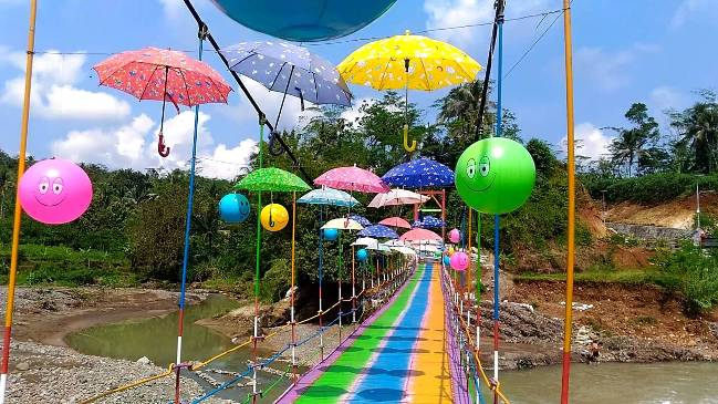 Jembatan Pelangi Rembang via Youtube