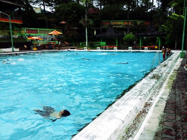 Kolam Renang Walik Purbalingga via caridestinasiwisata.blogspotcoid
