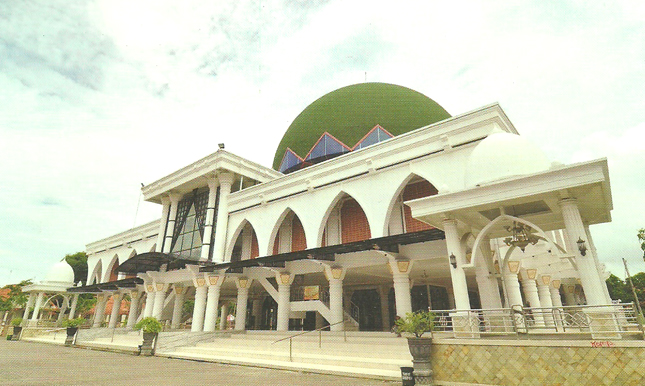 Masjid Agung Sampang via Islamic-centerorid