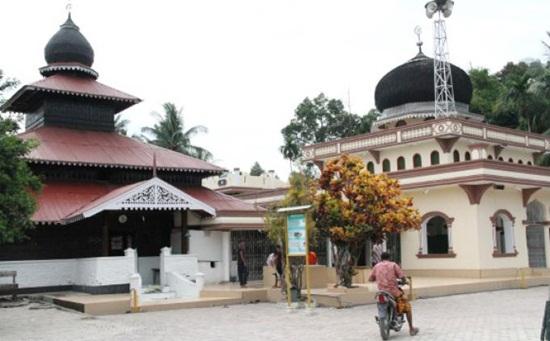 Masjid Tengku Di Pucok Krueng via Singgahkemasjid