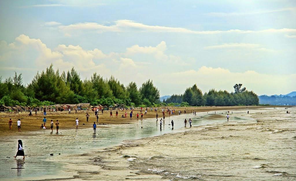 Pantai Manohara via indahnyawisataalamaceh.blogspotcom