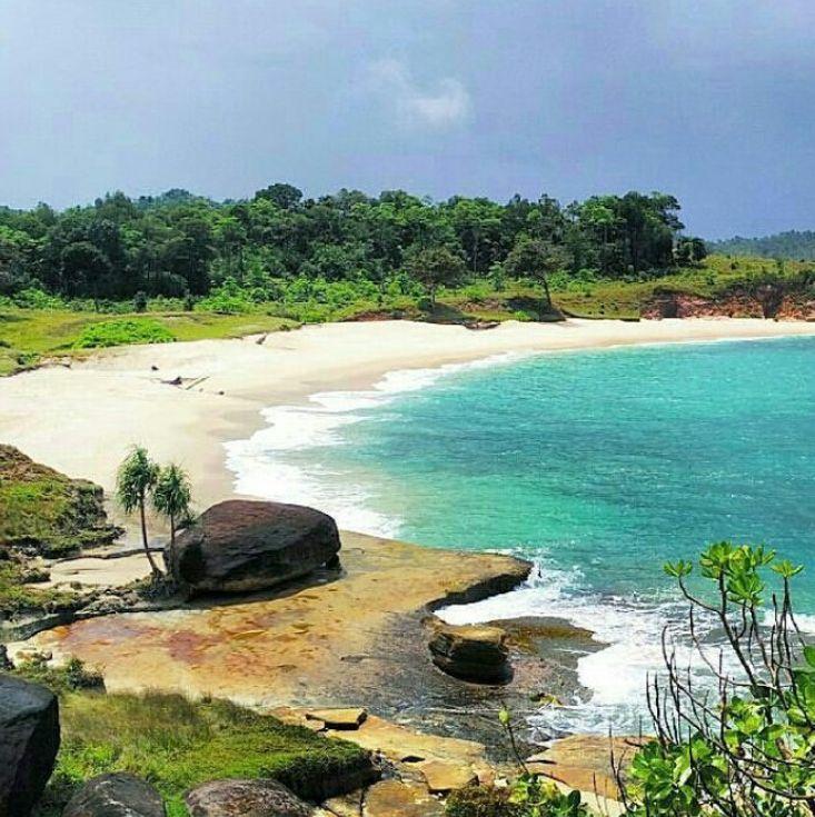 Pantai Pasi Aron via IG @wikhdalmi