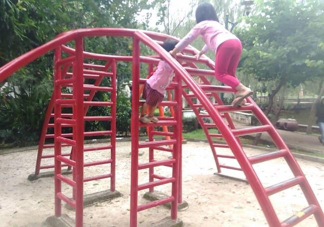Tempat Bermain Anak di Taman Langsat via Travelxtrans