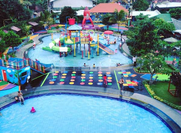 Galaxy Waterpark via IG @joan_item