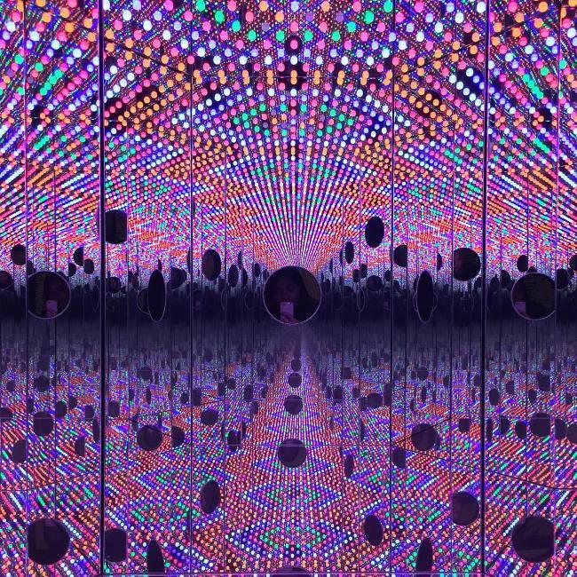 Instalasi seni yang menyerupai dimensi via ID @rzkr