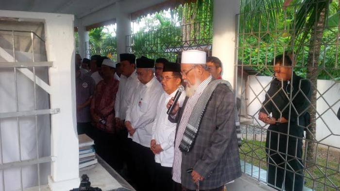 Makam Tengku Abdullah Di Tiro via Tribunnews