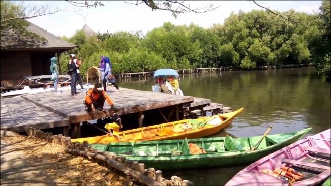 Menyewa Perahu via Wisata123