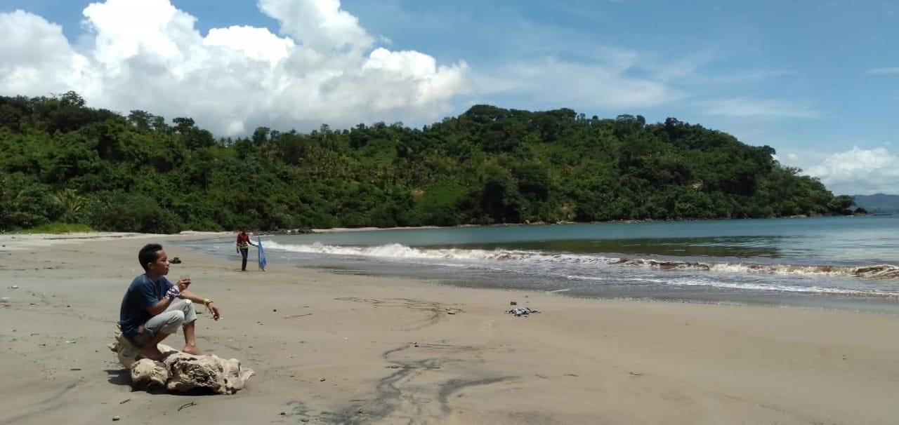 Pantai Nggenjor via Jejakneo