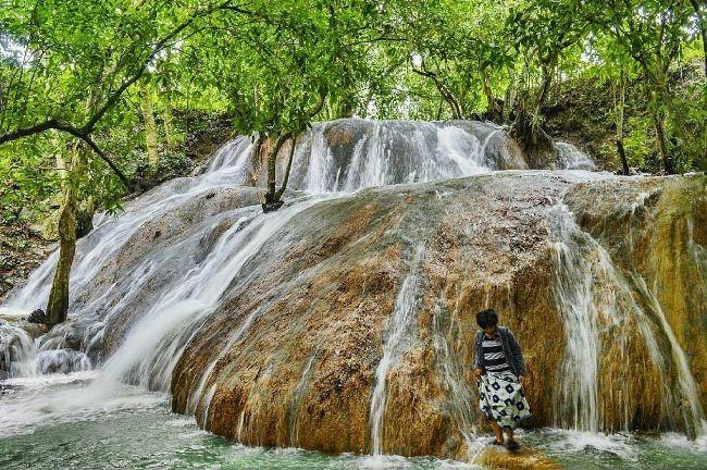 Air Terjun Batu Raja Manitan via IG @potretmadura